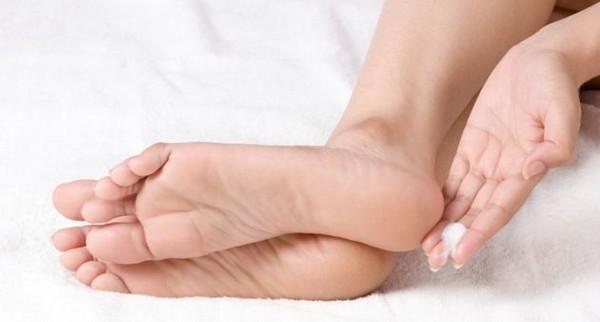 Cracked-Heels-Home-Remedies